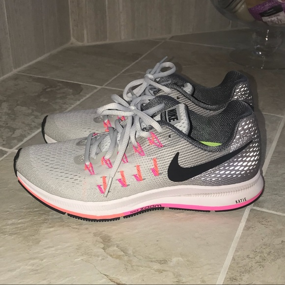 NIKE AIR ZOOM PEGASUS 33 - WOMEN'S SIZE 7.5